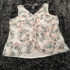 NWT Maurices sleeveless floral top. Flap front 3X